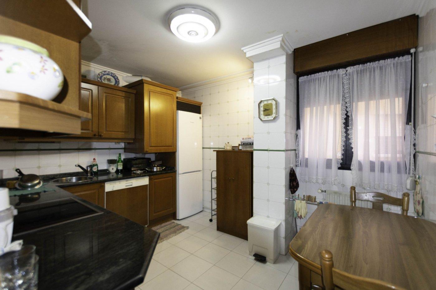 Tres habitaciones con garaje y trastero a dos minutos caminando de la calle uría. - imagenInmueble5