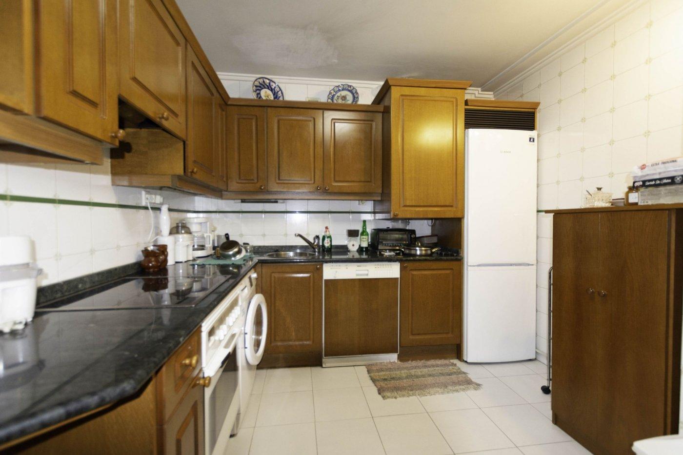 Tres habitaciones con garaje y trastero a dos minutos caminando de la calle uría. - imagenInmueble6