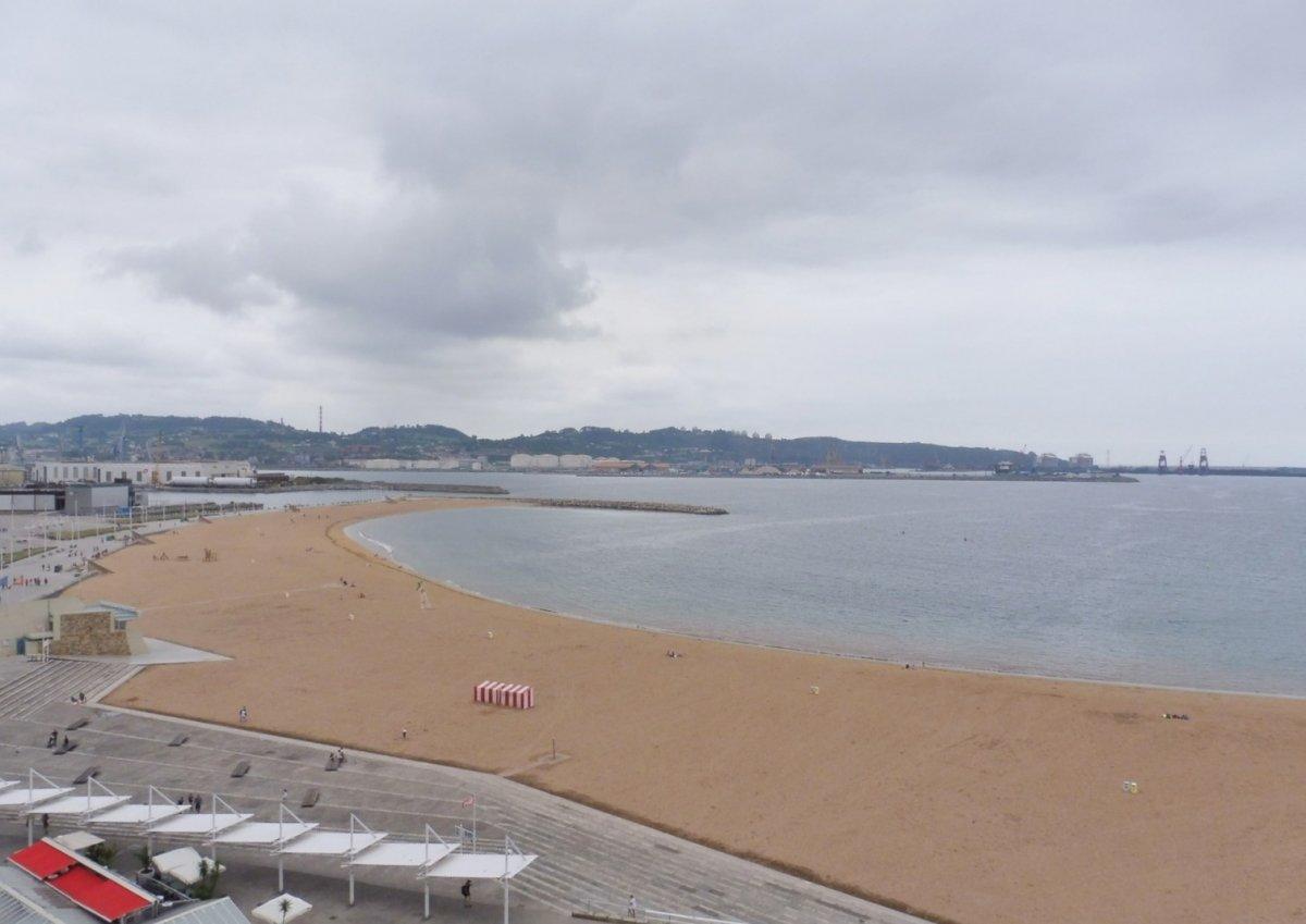 Excelentes vistas a la playa de poniente y el muelle - imagenInmueble0
