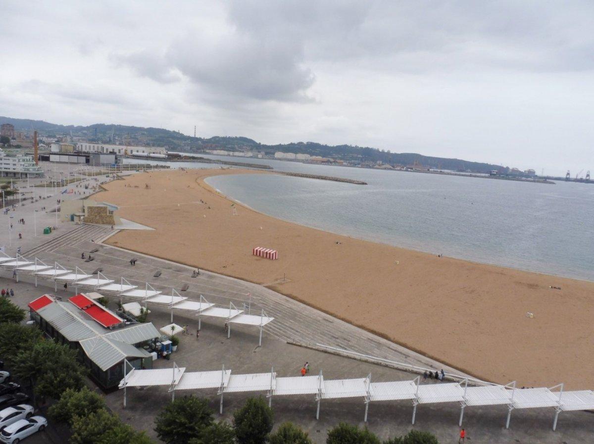 Excelentes vistas a la playa de poniente y el muelle - imagenInmueble1