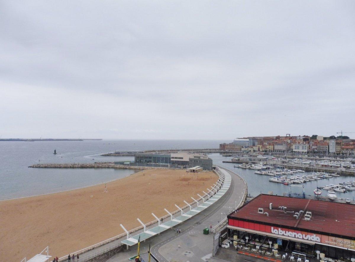 Excelentes vistas a la playa de poniente y el muelle - imagenInmueble5