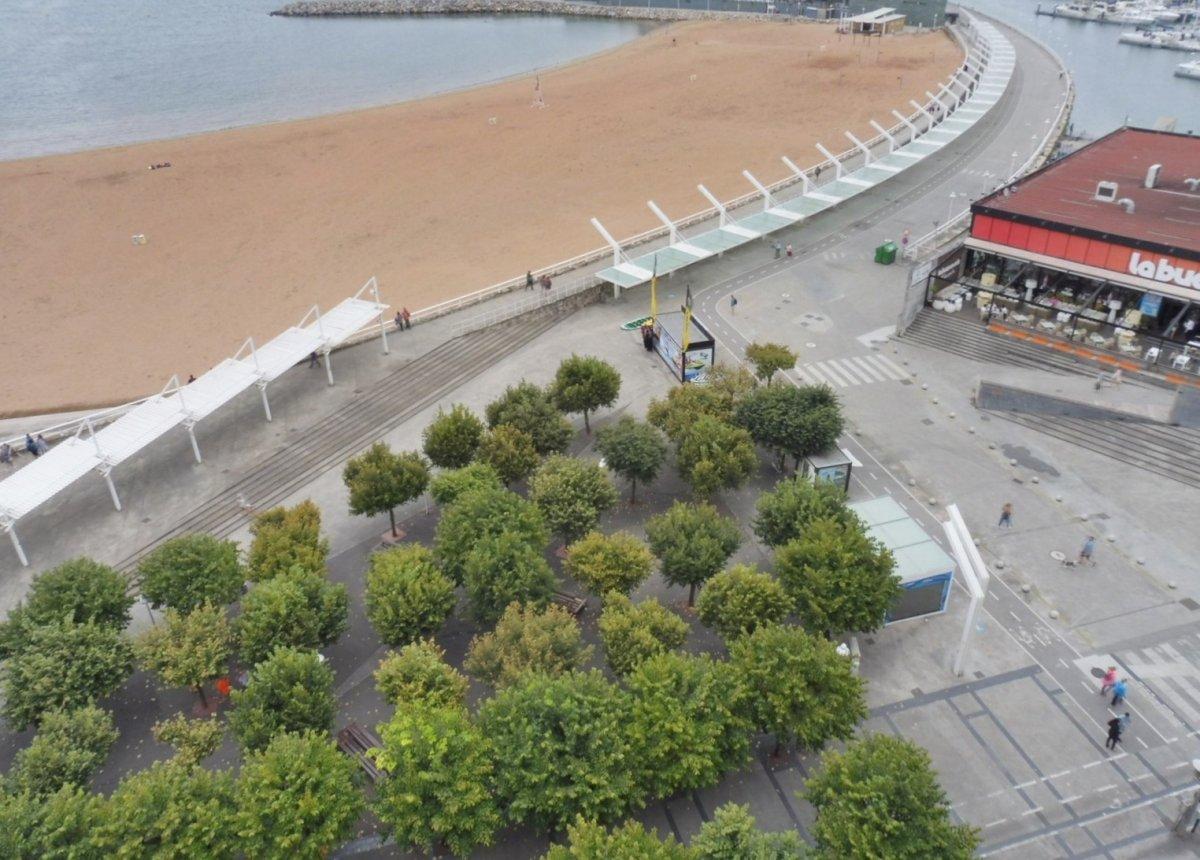 Excelentes vistas a la playa de poniente y el muelle - imagenInmueble6