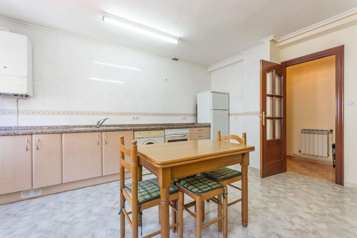Piso de 3 dormitorios con garaje ideal para independizarte - imagenInmueble5
