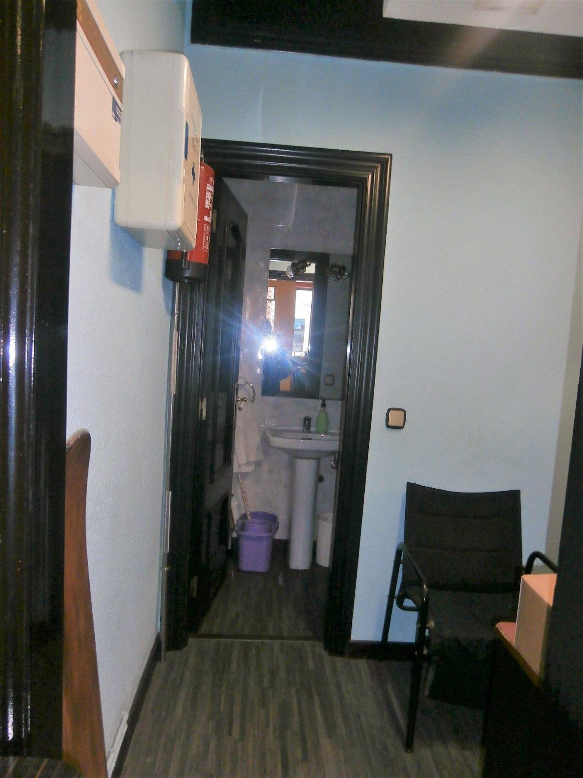 Local instalado como peluqueria - imagenInmueble12