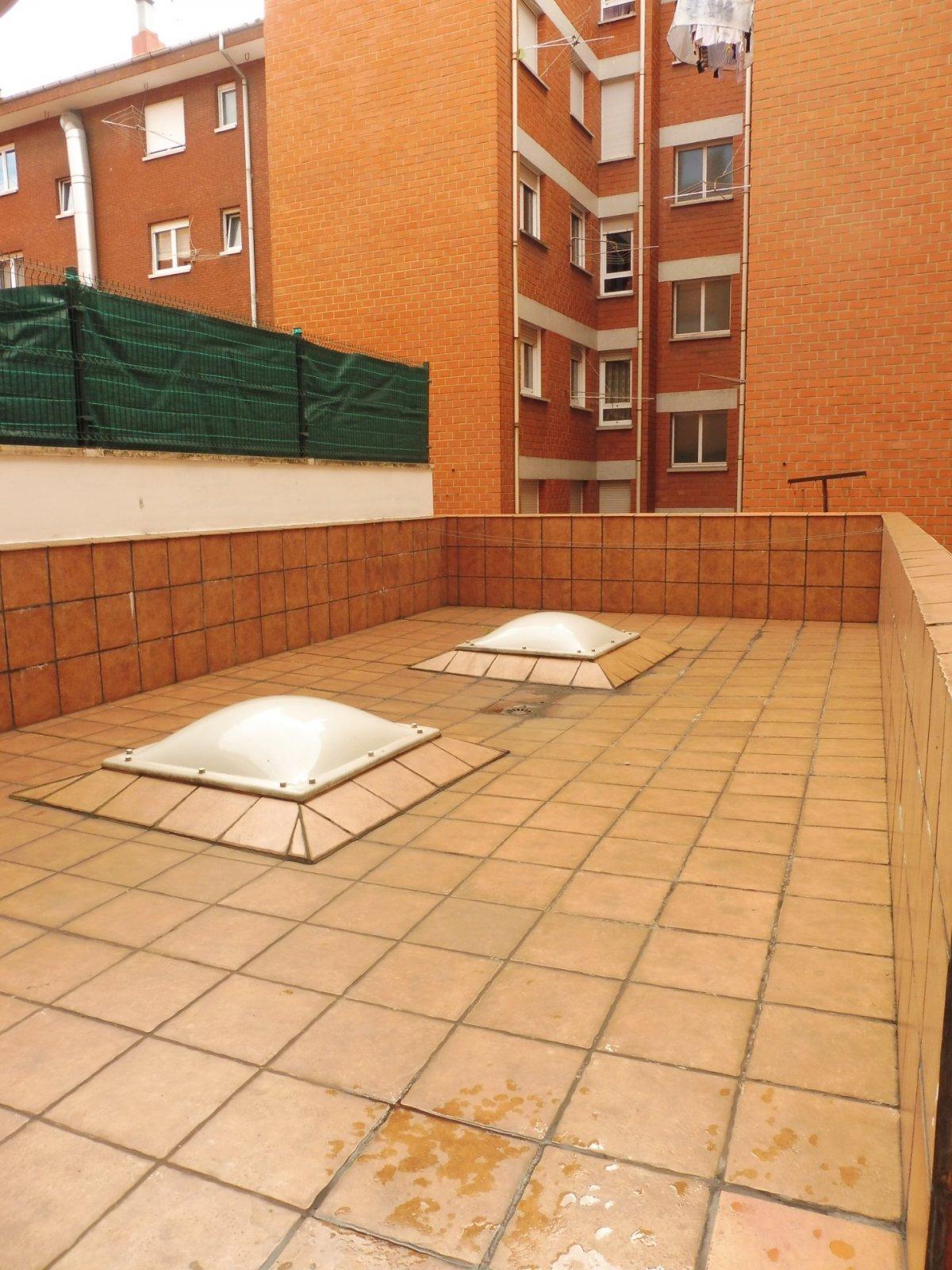 Terraza de 47 m2, piso seminuevo en el centro de la calzada - imagenInmueble16