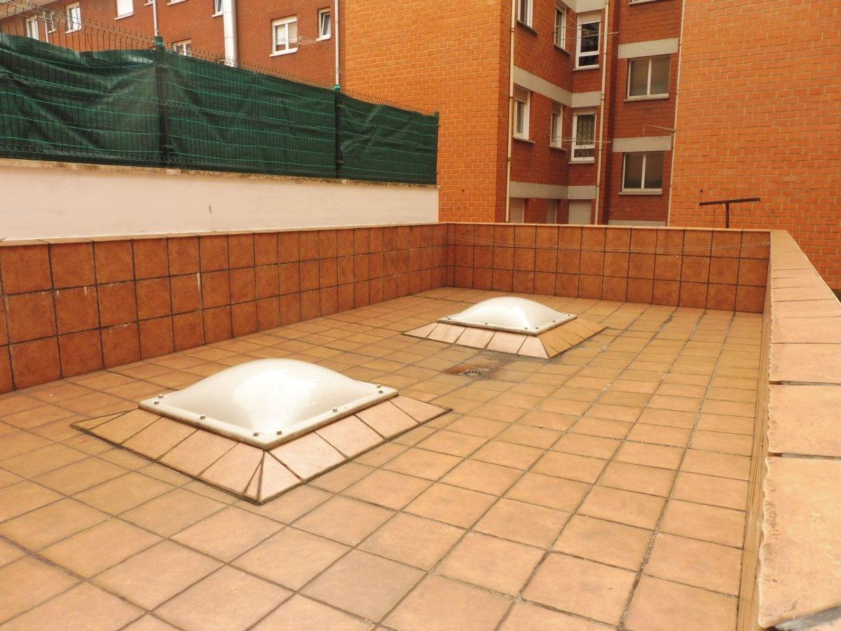 Terraza de 47 m2, piso seminuevo en el centro de la calzada - imagenInmueble17