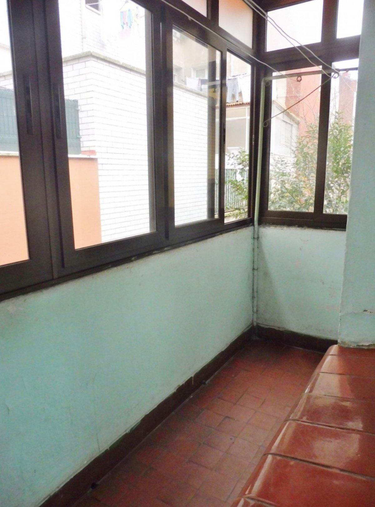 En el centro de la calzada, piso con terraza cerrada - imagenInmueble5