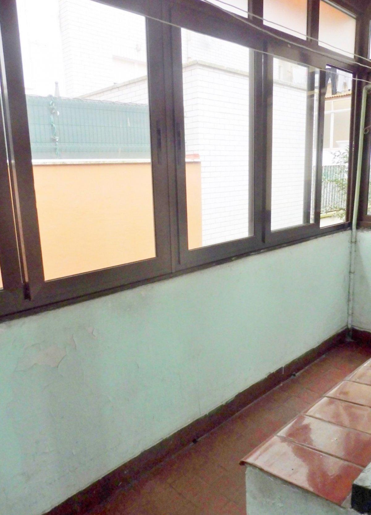 En el centro de la calzada, piso con terraza cerrada - imagenInmueble6