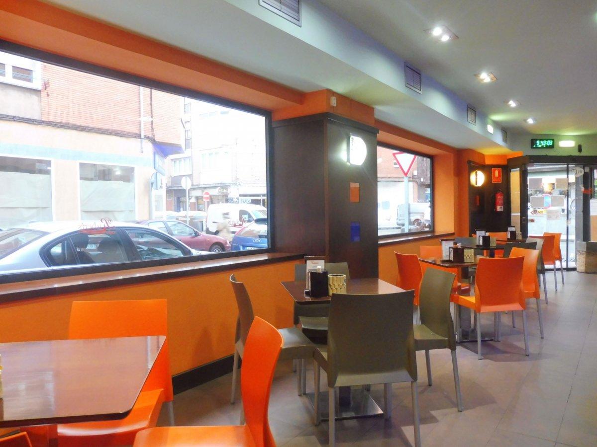 Cafetería totalmente instalada en el centro de  la calzada - imagenInmueble1