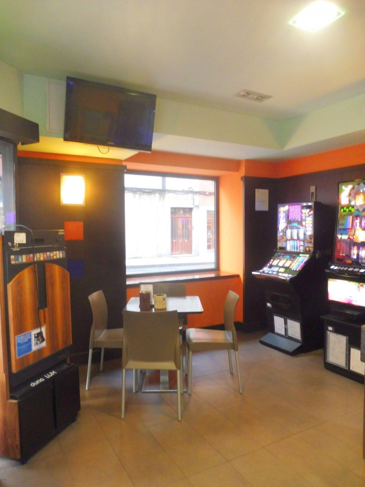 Cafetería totalmente instalada en el centro de  la calzada - imagenInmueble2