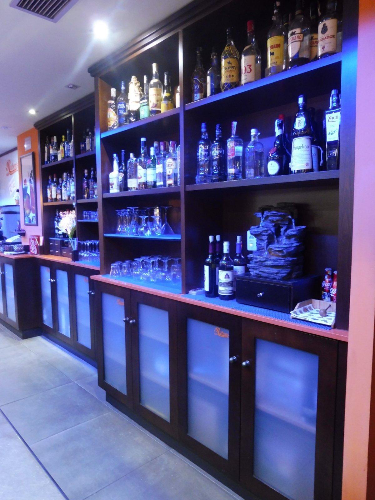 Cafetería totalmente instalada en el centro de  la calzada - imagenInmueble3