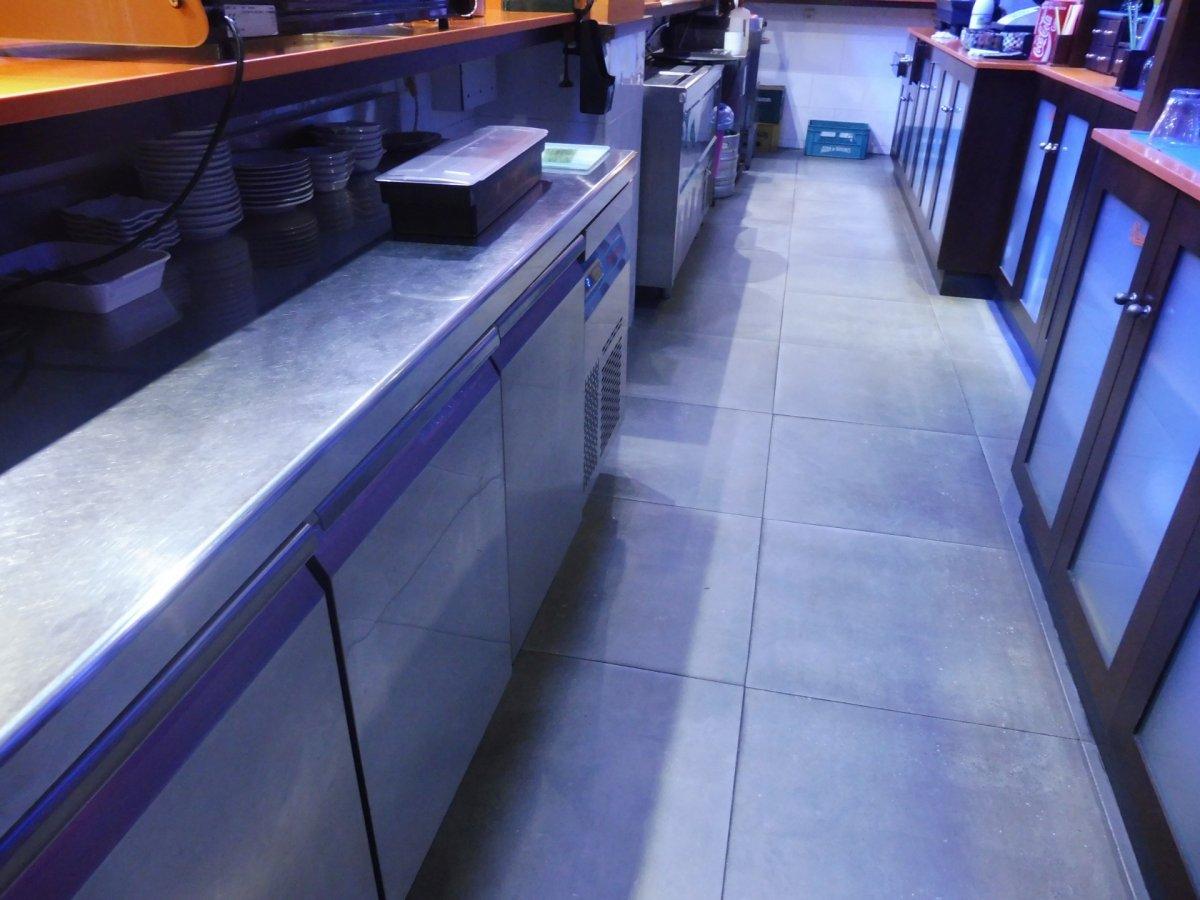 Cafetería totalmente instalada en el centro de  la calzada - imagenInmueble4