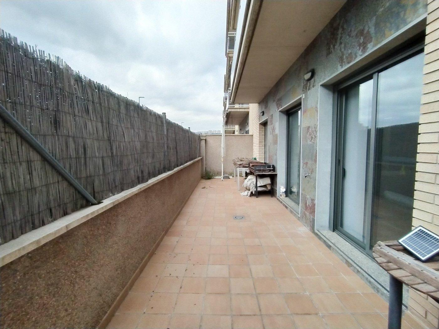 Dúplex semi-nuevo muy soleado con parking incluido en Olesa de Montserrat (Barcelona)