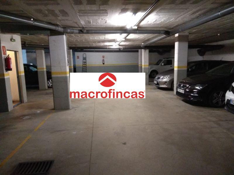 PARKING PARA COCHE GRANDE Y MOTO EN EL CENTRO