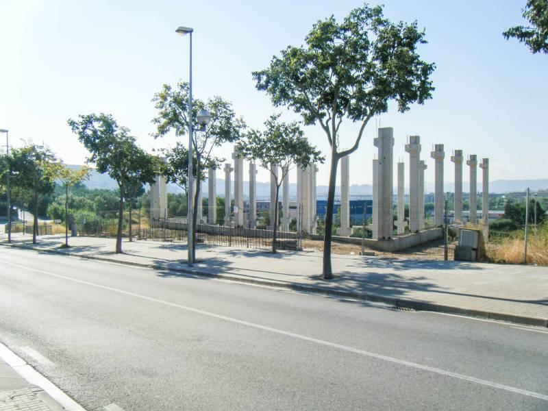 NAVE EN CONSTRUCCIÓN EN ZONA PUEBLO SECO DE OLESA DE MONTSERRAT (BARCELONA)