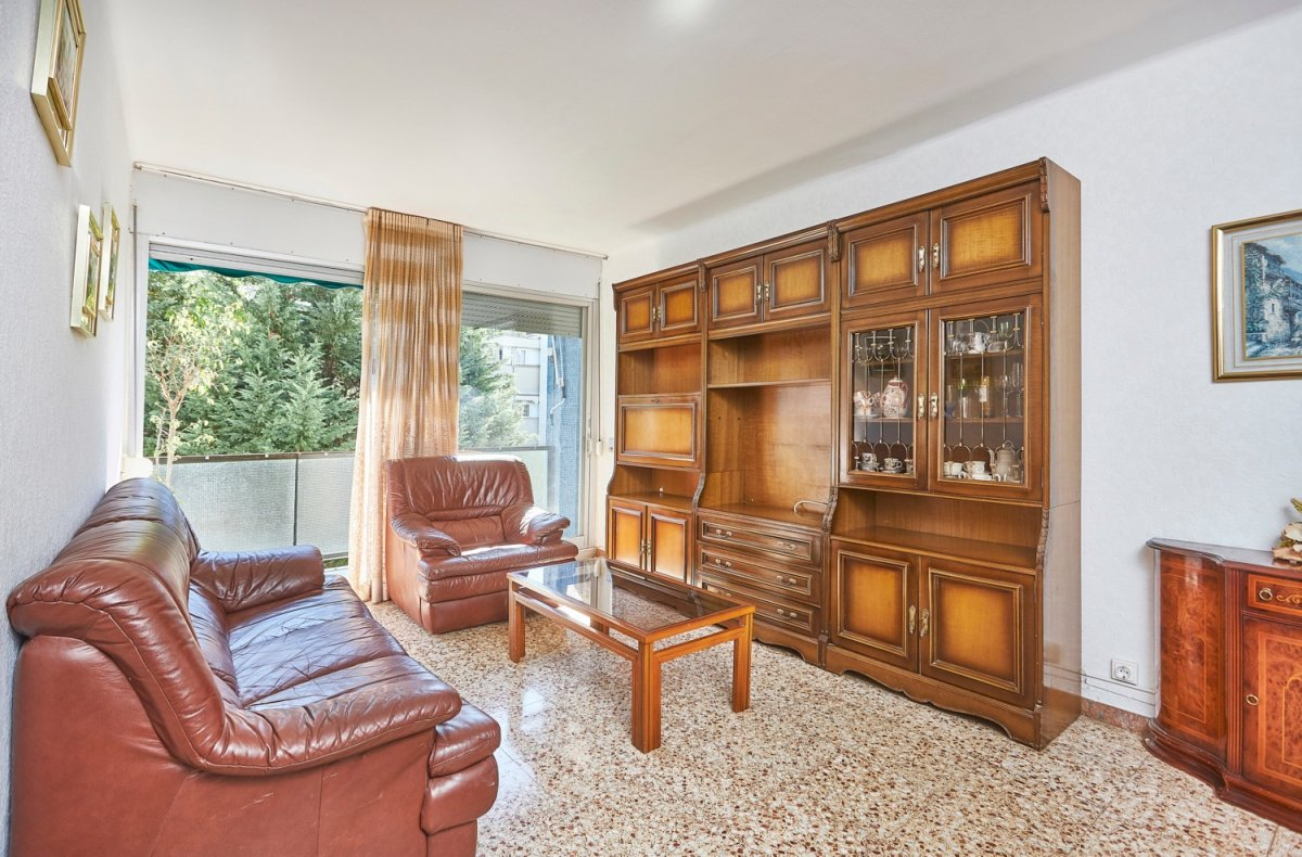 Flat for sale in Montbau, Barcelona