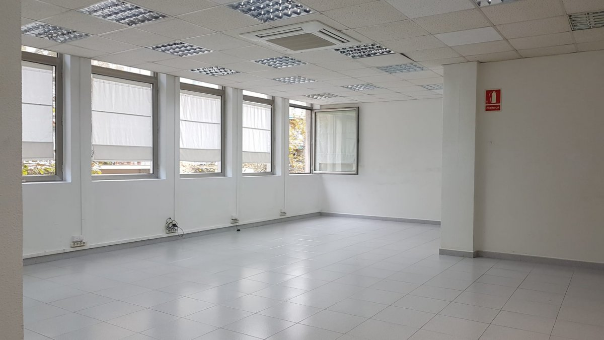 oficina en barcelona · les-corts 1100€