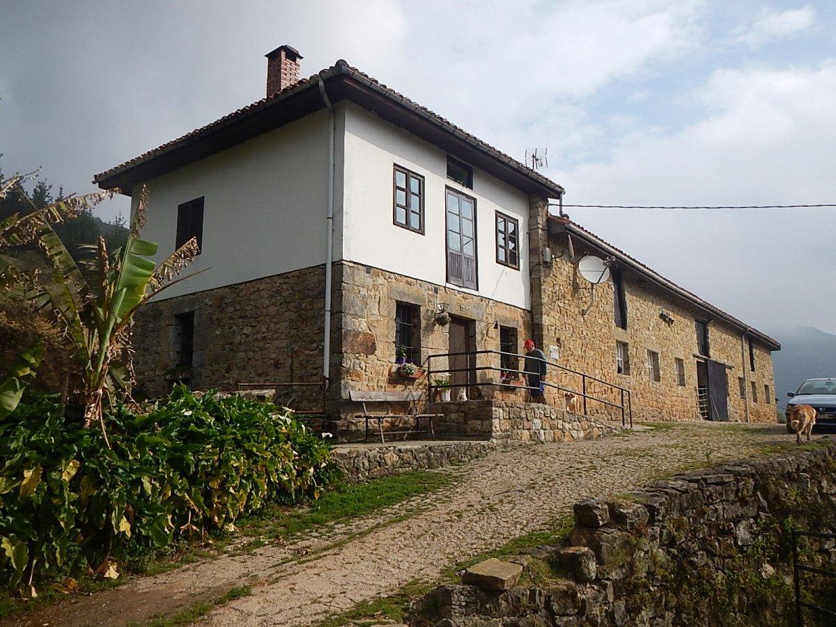 Casa en venta en Mazcuerras  de 3 Habitaciones, 1 Baño y 411 m2 por 299.900 €.