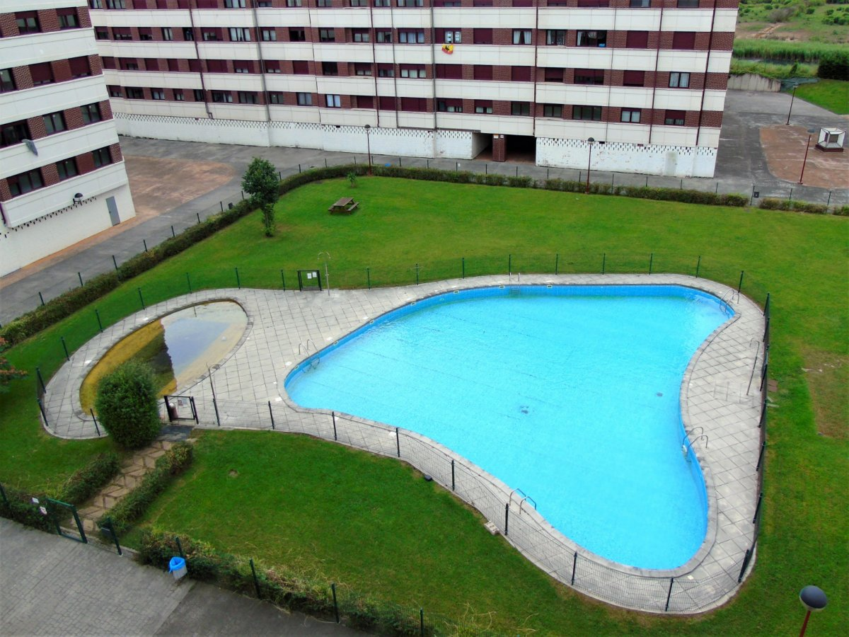 Piso en venta en Santander  de 4 Habitaciones, 2 Baños y 107 m2 por 227.000 €.