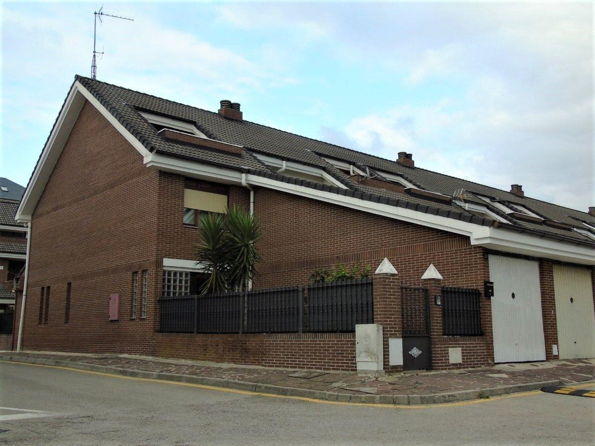 Adosado en venta en El Astillero  de 4 Habitaciones, 3 Baños y 178 m2 por 249.000 €.