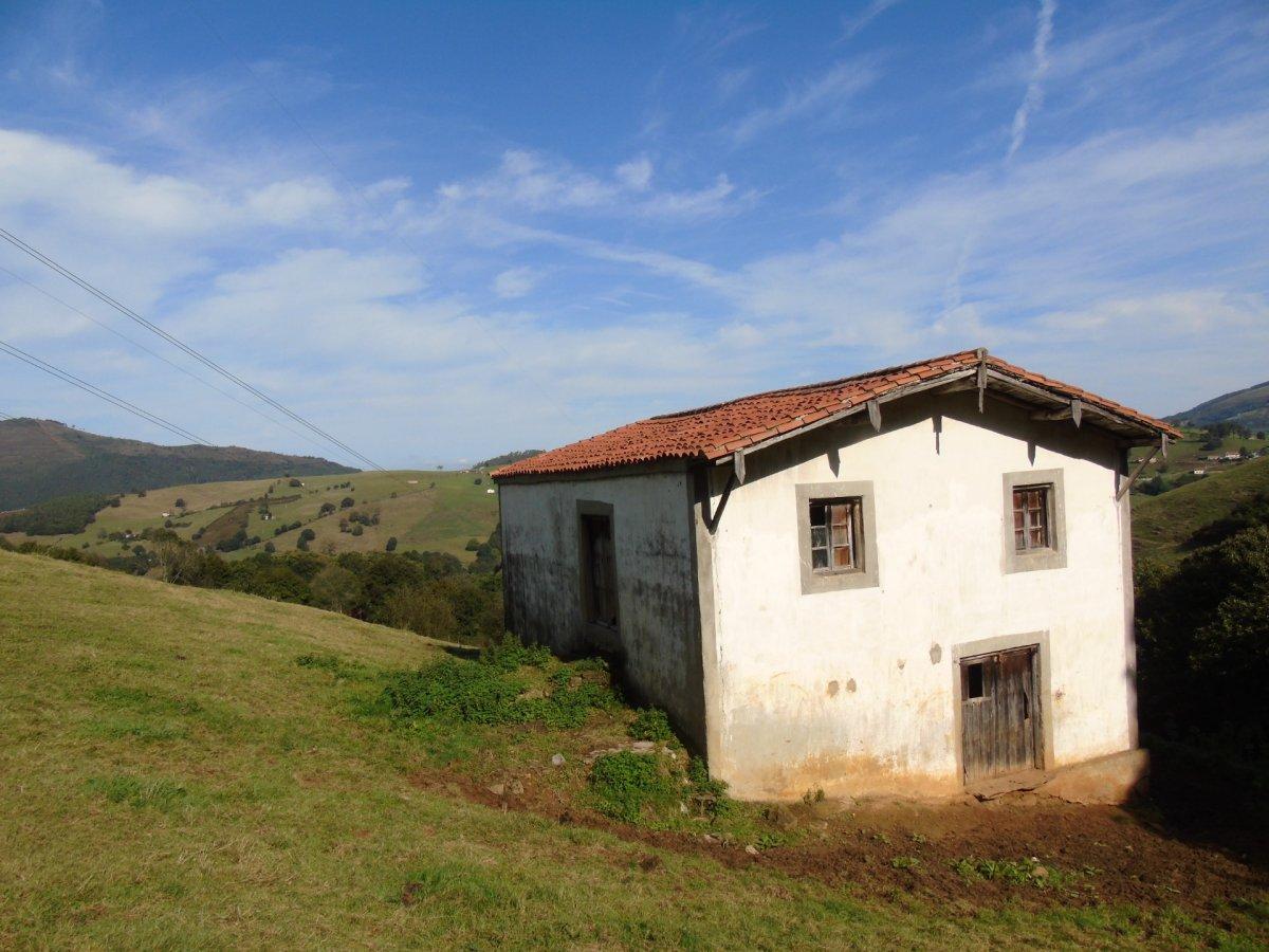 Cabaña en venta en Saro  de 1 Habitación y 180 m2 por 29.900 €.