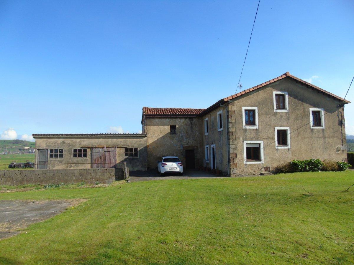 Casa en venta en Entrambasaguas  de 5 Habitaciones, 1 Baño y 340 m2 por 190.000 €.