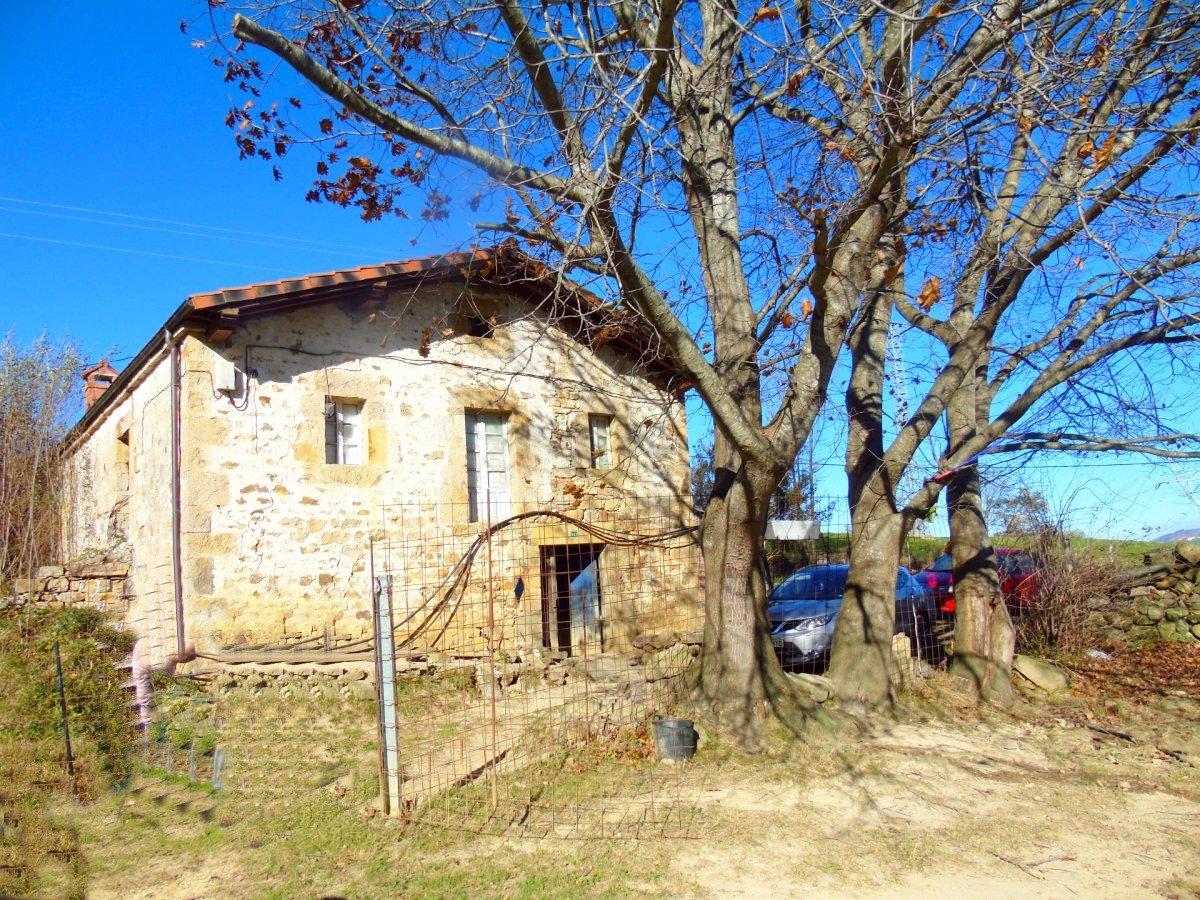 Casa en venta en Villacarriedo  de 3 Habitaciones y 353 m2 por 135.000 €.