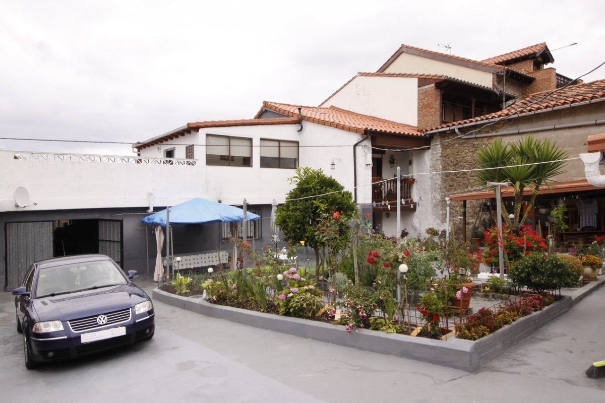 Chalet en venta en Val de San Vicente  de 3 Habitaciones, 2 Baños y 200 m2 por 133.000 €.