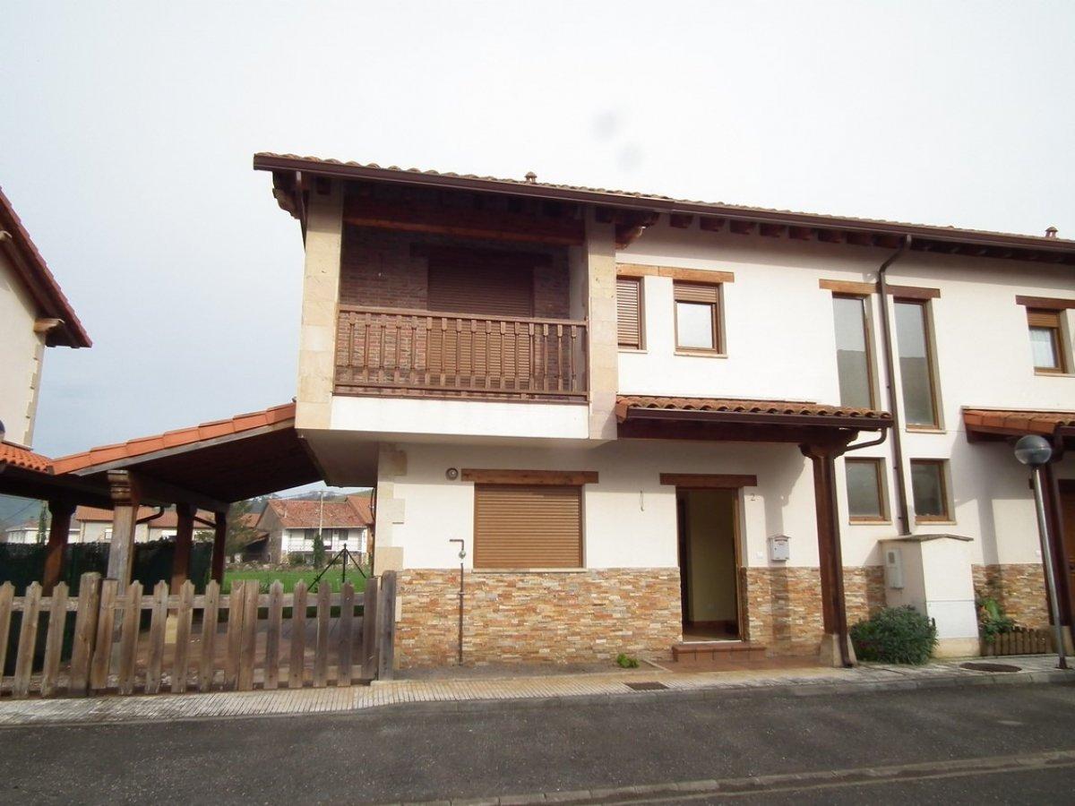 Adosado en venta en Santiurde De Toranzo  de 3 Habitaciones, 3 Baños y 128 m2 por 102.000 €.