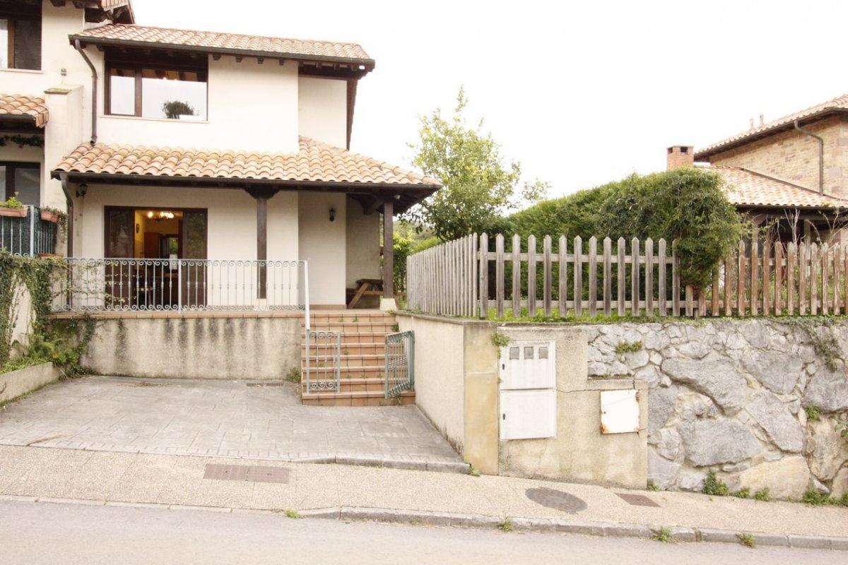 Pareado en venta en Val de San Vicente  de 2 Habitaciones, 2 Baños y 73 m2 por 139.000 €.