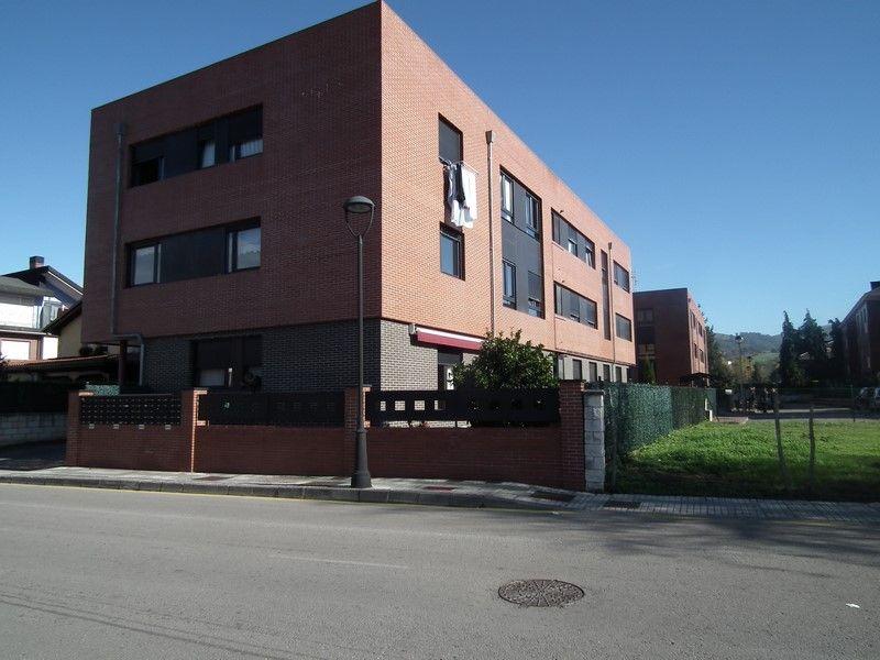 Piso en venta en Los Corrales de Buelna  de 2 Habitaciones, 1 Baño y 73 m2 por 58.000 €.