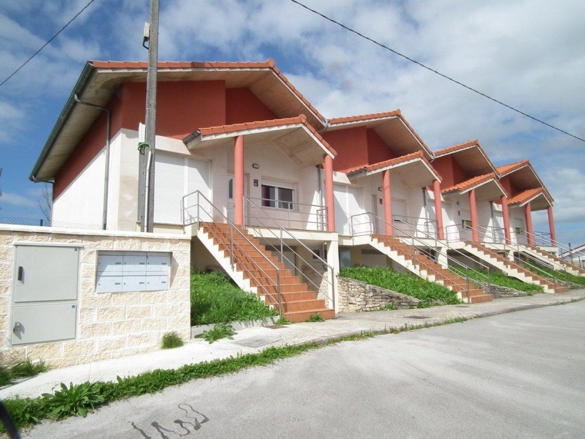 Casa en venta en Santillana Del Mar  de 2 Habitaciones, 2 Baños y 156 m2 por 135.000 €.