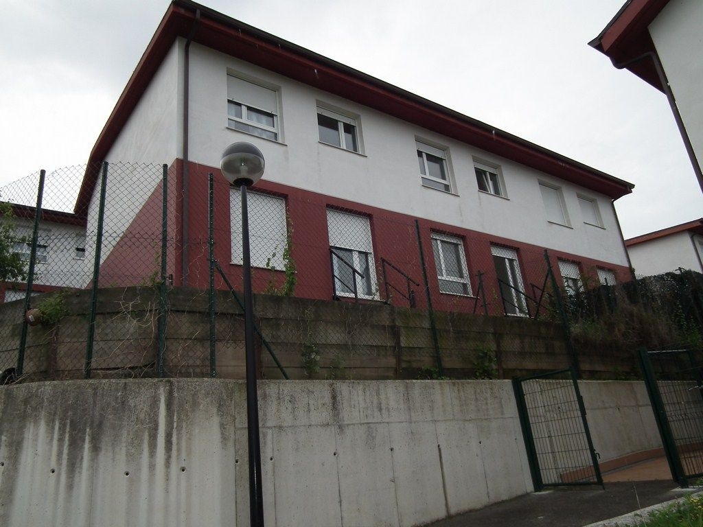 Casa en venta en Cartes  de 2 Habitaciones, 2 Baños y 132 m2 por 74.500 €.