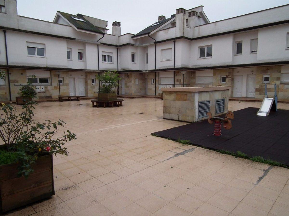 Casa en venta en Cudon  de 2 Habitaciones, 2 Baños y 74 m2 por 95.000 €.