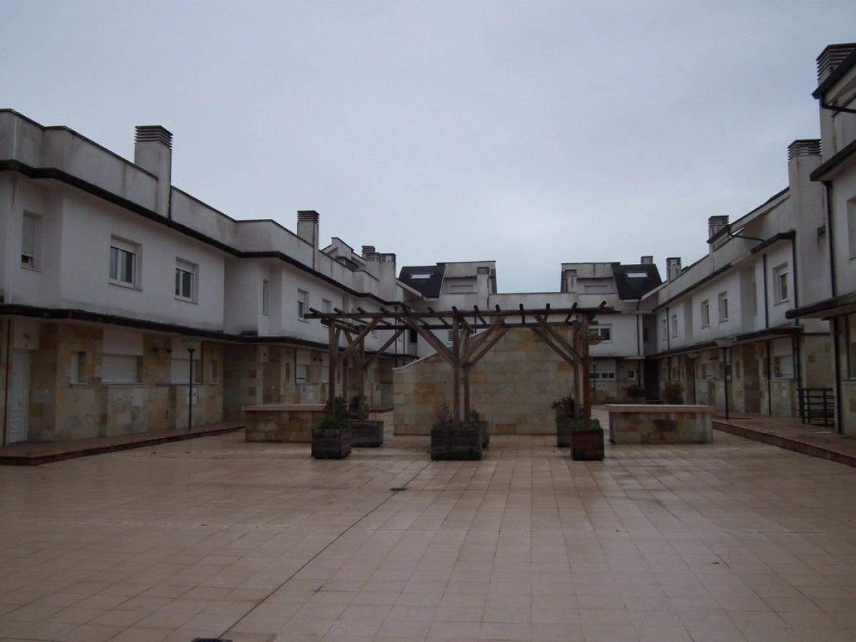 Casa en venta en Miengo  de 3 Habitaciones, 3 Baños y 198 m2 por 117.000 €.