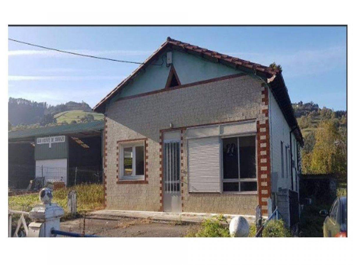 Casa en venta en San Vicente De Toranzo  de 3 Habitaciones, 1 Baño y 193 m2 por 51.400 €.
