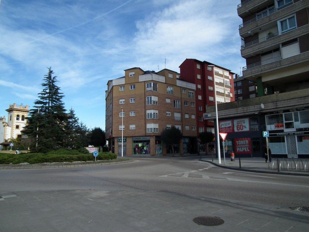 Piso en venta en Torrelavega  de 2 Habitaciones, 2 Baños y 97 m2 por 98.990 €.
