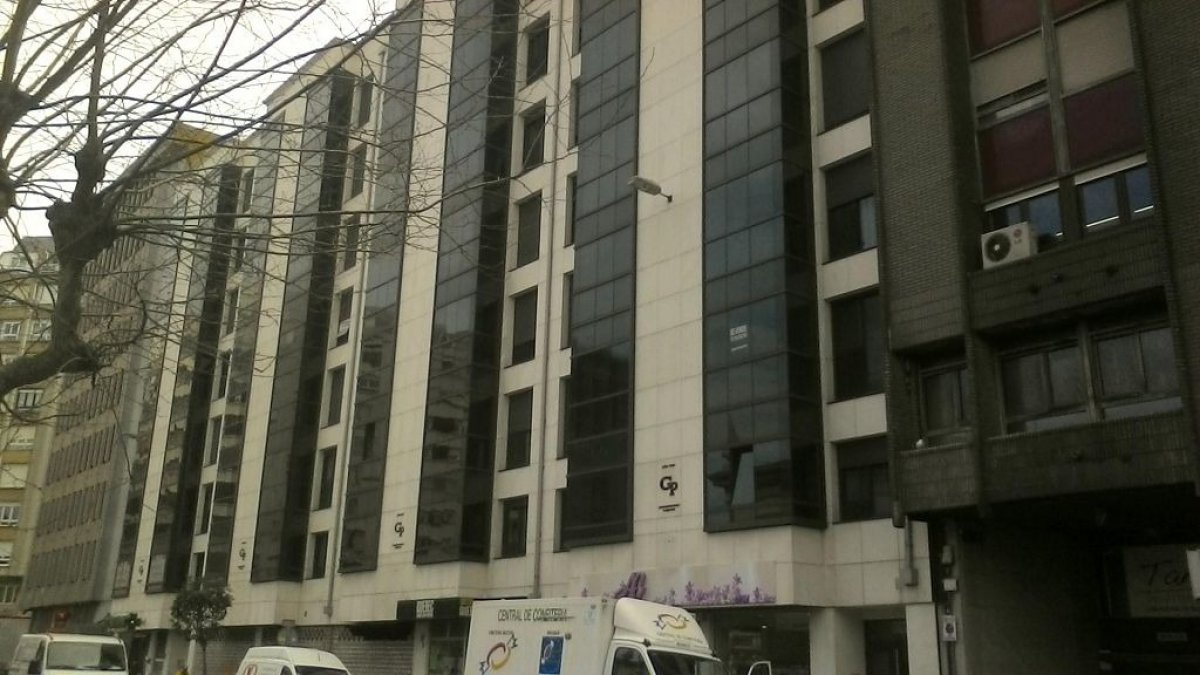 Piso en venta en Santander  de 2 Habitaciones, 1 Baño y 228 m2 por 443.200 €.
