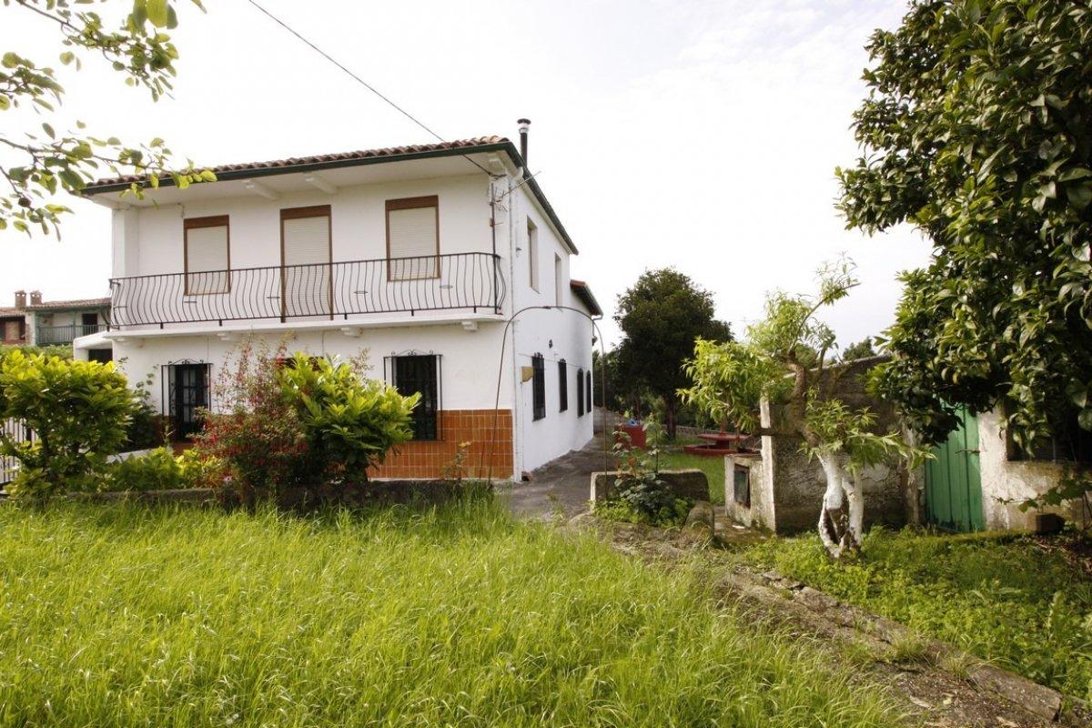 Chalet en venta en San Vicente De La Barquera  de 4 Habitaciones, 1 Baño y 305 m2 por 250.000 €.