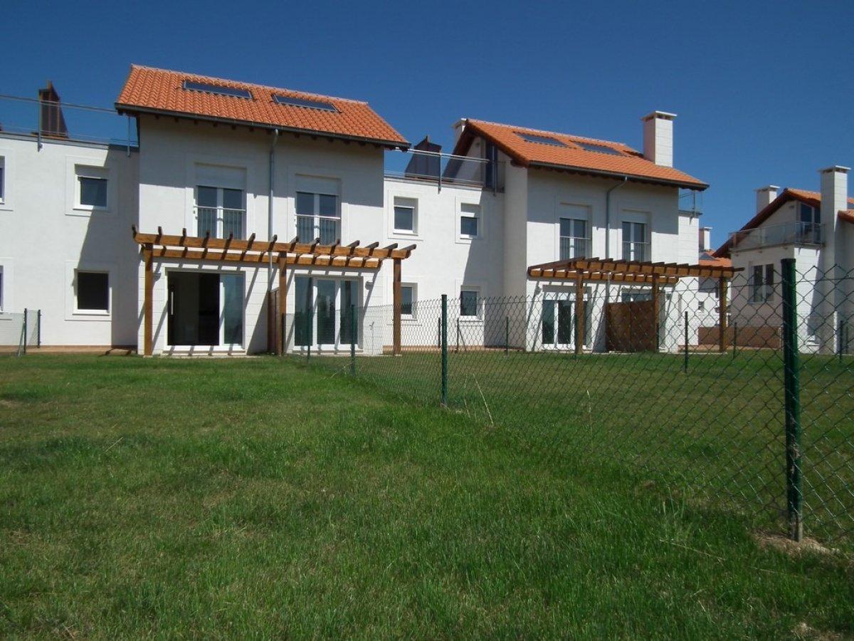 Chalet en venta en San Vicente De La Barquera  de 3 Habitaciones, 4 Baños y 123 m2 por 173.070 €.