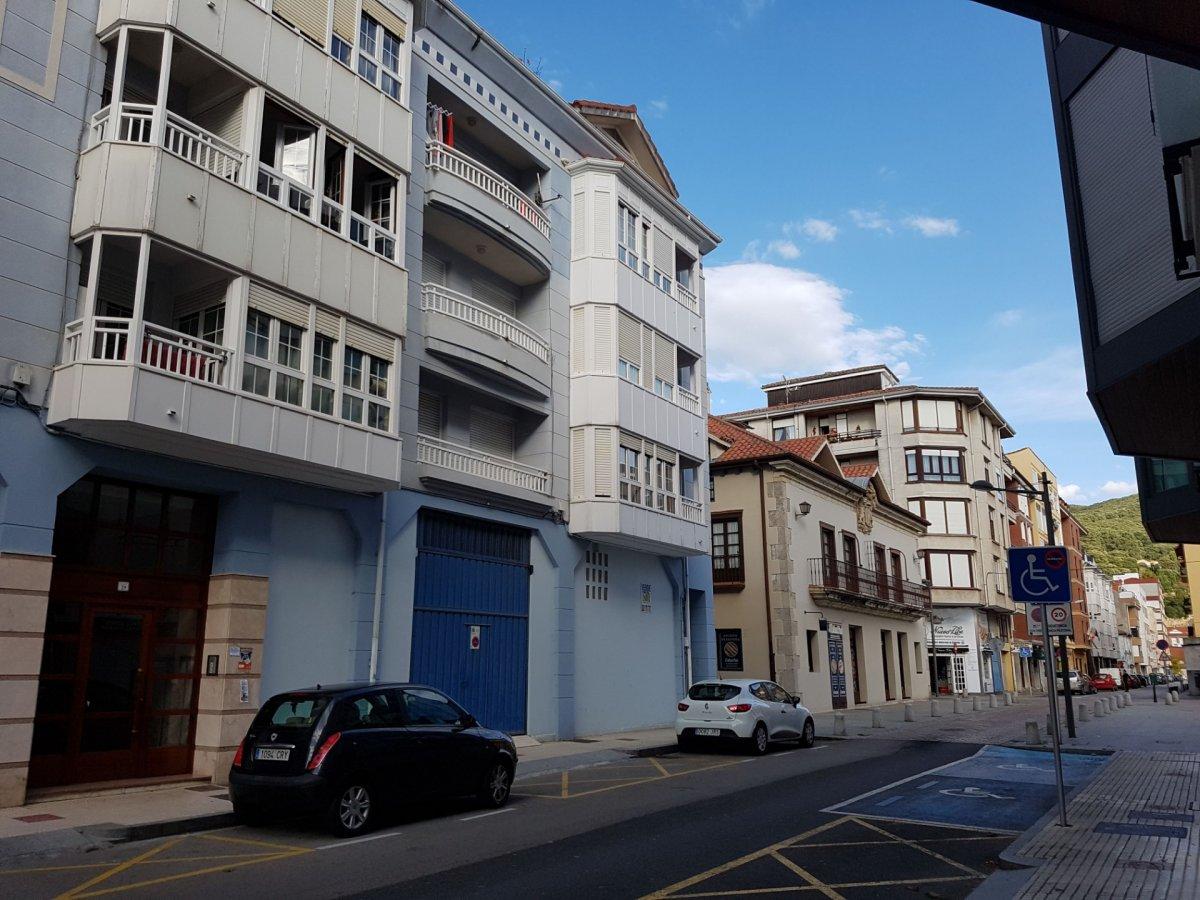 Piso en venta en SantoÑA  de 2 Habitaciones, 1 Baño y 84 m2 por 105.280 €.