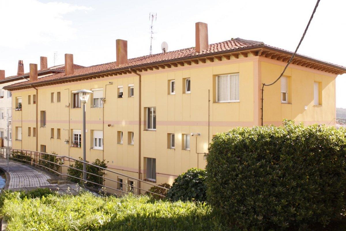 Piso en venta en San Vicente De La Barquera  de 2 Habitaciones, 1 Baño y 67 m2 por 65.000 €.
