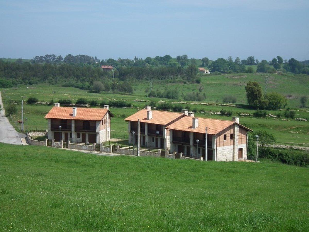 Chalet en venta en Val de San Vicente  de 3 Habitaciones, 3 Baños y 153 m2 por 155.000 €.