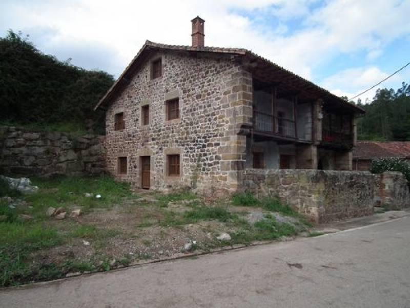 Casa en venta en Valdaliga  de 284 m2 por 120.000 €.