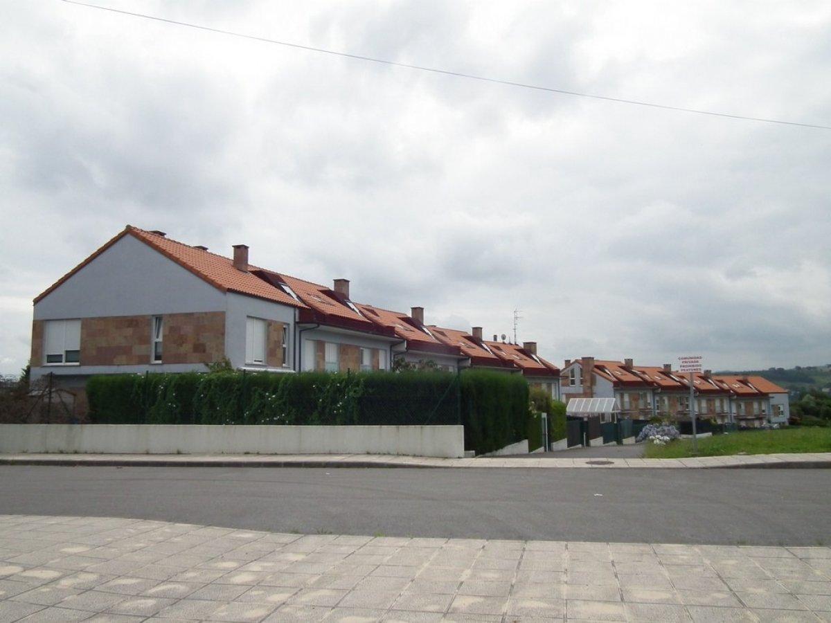 Piso en venta en Santillana Del Mar  de 3 Habitaciones, 2 Baños y 101 m2 por 91.000 €.