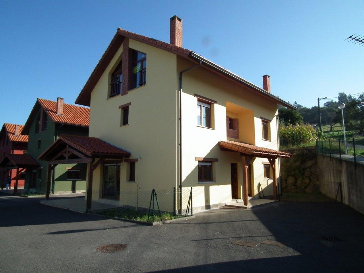 Casa en venta en Ampuero  de 3 Habitaciones, 3 Baños y 132 m2 por 114.800 €.