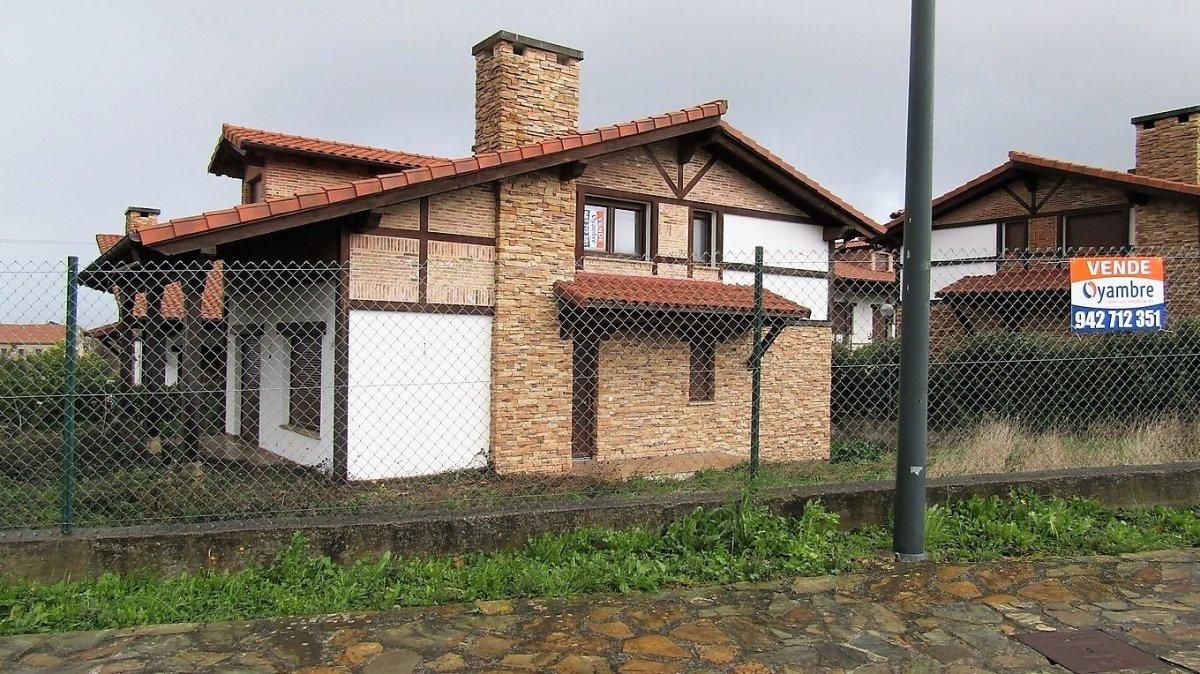 Chalet en venta en Ribamontan al Mar  de 4 Habitaciones, 3 Baños y 242 m2 por 263.000 €.