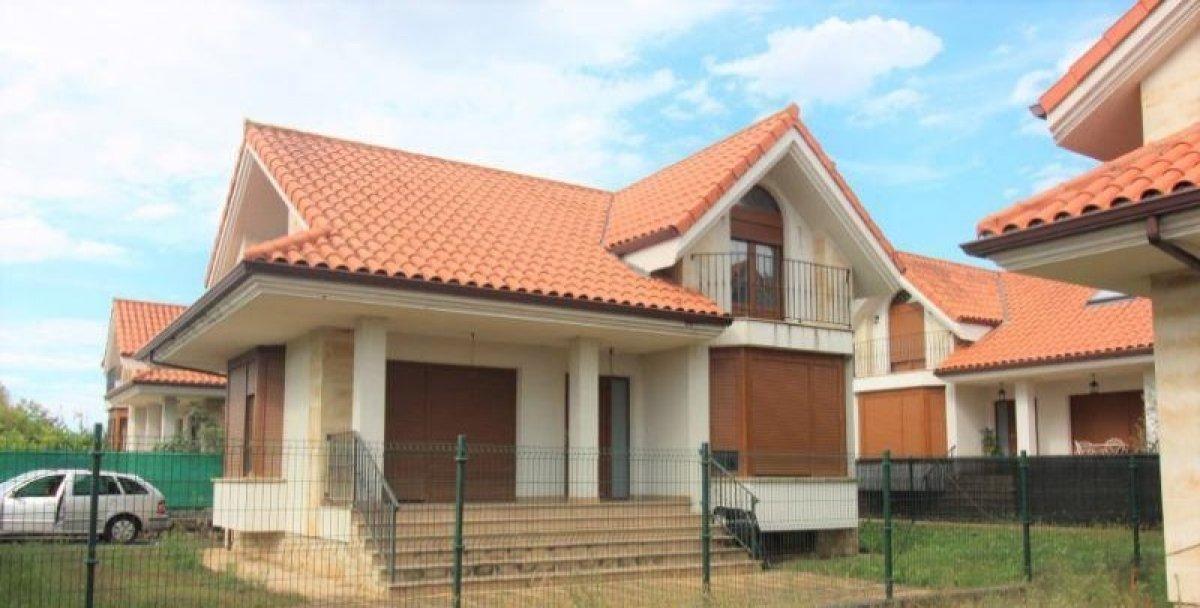 Casa en venta en Castillo Cantabria  de 4 Habitaciones, 2 Baños y 205 m2 por 271.000 €.