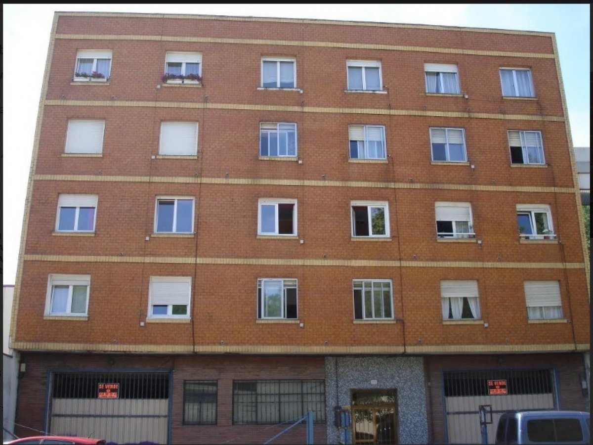 Piso en venta en Santander  de 2 Habitaciones, 1 Baño y 67 m2 por 63.500 €.