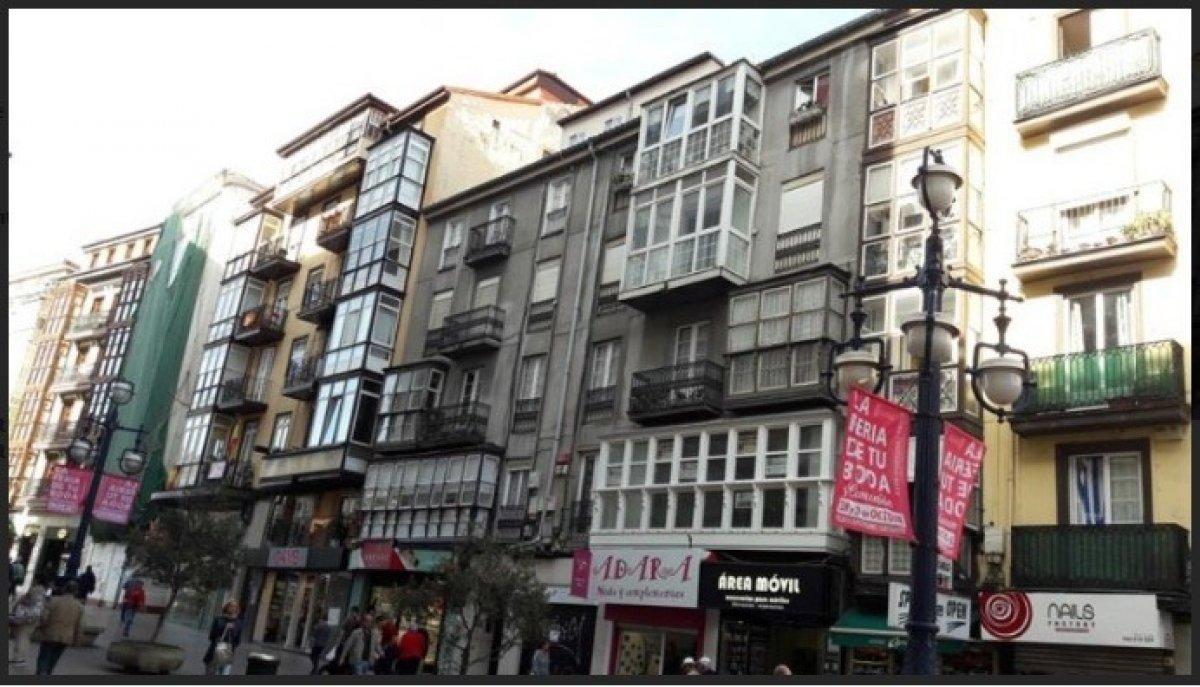 Piso en venta en Santander  de 4 Habitaciones, 1 Baño y 120 m2 por 140.500 €.